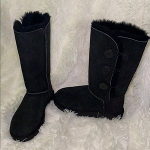 Almost New Ugg Bailey Button Triplet II Boot
